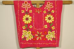 Mexican pink Tehuana: huipil, ethnic blouse, yellow flowers on fiucsa fabric/ Made by Mexican hands of indigenous people of southern Mexico de CadenillayFlores en Etsy