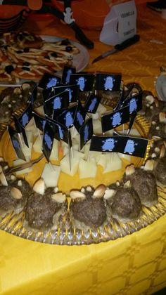 Topi ad Halloween : polpettone decorate che aspirano alla piramide di formaggio