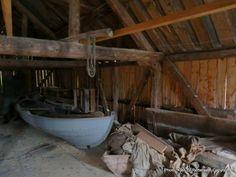 Interiør gammelt naust. Interior old boathouse, Rugsund