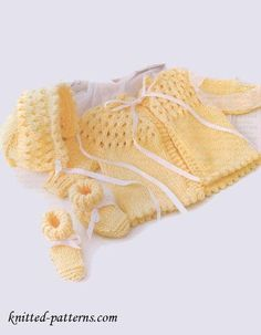 We Like Knitting: Newborn Knit Set - Sweater Bonnet Booties - Free P. Baby Sweater Patterns, Baby Cardigan Knitting Pattern, Knit Baby Sweaters, Knitted Baby Clothes, Baby Patterns, Baby Knits, Baby Knitting Patterns Free Newborn, Knit Patterns, Knitting For Kids