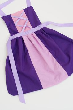 Tangled princess Rapunzel dress up apron: 3 sizes fit toddlers and girls (Small years, Medium years, Large years) Dress Up Aprons, Dress Up Outfits, Dress Up Costumes, Disney Dresses, Disney Outfits, Kids Outfits, Girls Dresses, Rapunzel Dress Up, Theme Carnaval