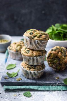 Muffinki z serkiem wiejskim i szpinakiem na drugie śniadanie - przepis krok po kroku