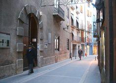 Biblioteca de Barbastro (Huesca), via Flickr.