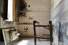 The old kitchen   #myshot #abandoned #urbanexplorer #ghosttown #canon #reflex #droneforgood #abandonedplaces#beautifuldecayofabandonedplaces #instatravel#urbex #filming #aerialphotography #photooftheday #decay #travel #travelgram #castles #dronesdaily #exploring #forgotten #derelict #dji #drones #dronestagram #photogram #phantom4 #dronelife #lostplaces #djiglobal