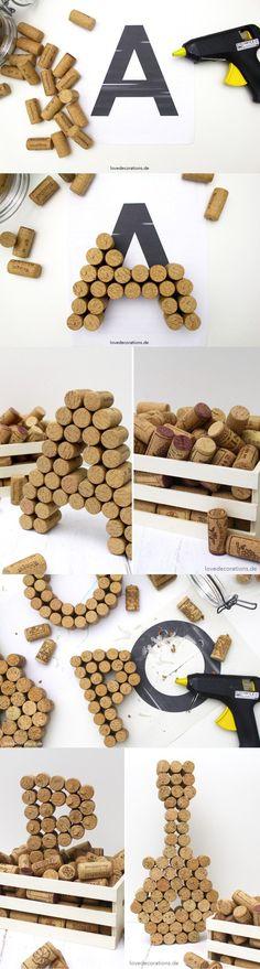 Una buena idea para reciclar el corcho de las botellas de vino – DIY Wine Cork Letters Te encantará aprender a hacer estas fabulosas letras de corcho para decorar. El primer paso es acumular varios ta