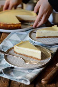 Der beste Käsekuchen der Welt mit Schmandguss Best Cheesecake, Cake Cookies, Camembert Cheese, Muffins, Food Porn, Food And Drink, Yummy Food, Baking, Dinner