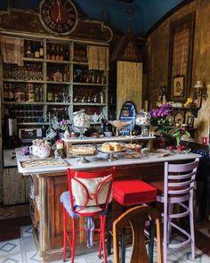 Café Budapest | Mexico. Conversar com o dono e conhecer a história do lugar foi o que de melhor encontramos nesse lugar.
