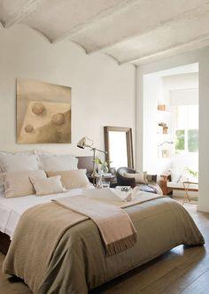 """Luminoso y bien aprovechado  La reforma de este dormitorio fue un descubrimiento tras otro. """"Al sacar el falso techo dimos con las bovedilla..."""