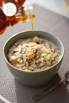 Breakfast just got tasty with our Honey and Oatmeal Power Bowl. Drizzle generously with our delicious antimicrobial Necta & Hive Red Gum 10+ honey for a boost to your immune system and to increase energy levels. Check out the recipe on the website, and if you sign up to the newsletter you'll receive 20% off your first purchase. #luxuryhoney #jarrahhoney #redgumhoney #recipes #nectahive #antimicrobialhoney Healthy Oatmeal Recipes, Good Healthy Recipes, Great Recipes, Vegan Recipes, Gluten Free Porridge, Organic Food Companies, Organic Recipes, Breakfast Recipes, Healthy Eating