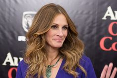 Julia Roberts Long Wavy Cut - Julia Roberts opted for boho-glam wavy tresses when she attended the 'August: Osage County' NYC premiere. Julia Roberts Hair, Celebs, Celebrities, Pretty Woman, Pilates, Cool Hairstyles, Hair Makeup, Slim, Long Hair Styles