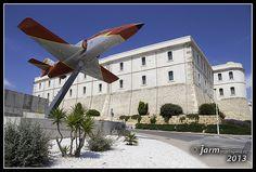 Avión Patrulla Águila. Vista del Avión C101 de la Patrulla Águila que donó el Ejército del Aire a la Universidad Politécnica de Cartagena. Inaugurado el 29 de septiembre de 2011