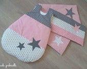 SUR COMMANDE tour de lit et gigoteuse étoile gris rose : Linge de lit enfants par guiligribouilli