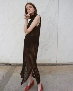 Invista em um hot pant com vestido transparente
