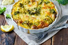 Broccoli Gratin, Broccoli Bake, Broccoli And Cheese, Veggie Egg Bake, Vegetable Quiche, Gratin Dish, Cheese Pies, Cheese Sauce, Bechamel