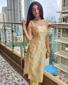 Casual Indian Fashion, Indian Fashion Dresses, Dress Indian Style, Girls Fashion Clothes, Trendy Clothes For Women, Simple Kurti Designs, Kurta Designs Women, Salwar Designs, Ethnic Outfits