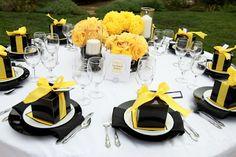 Yellow and Black Wedding Table Design Wedding Table Decorations, Wedding Table Settings, Decoration Table, Place Settings, Decor Wedding, Batman Wedding, Yellow Table, Gold Table, Black Table
