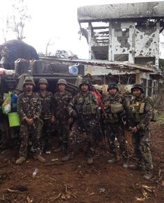 Members of the EOD along with an IFV crew of the Philippine Army's Mechanized Division in Marawi 2017 Vintage Comic Books, Vintage Comics, Philippine Army, Military Gear, Sailors, Tactical Gear, Soldiers, Division, Philippines