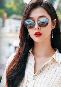Sulli Choi, Choi Jin, Sweet Peach, Korean Actresses, Outfit Of The Day, Mirrored Sunglasses, Singer, Kpop, Pretty