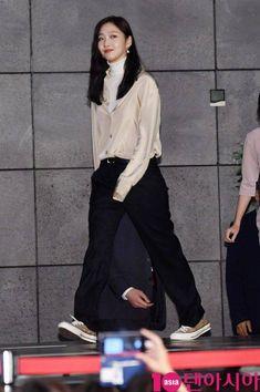 Look Fashion, Fashion Pants, Daily Fashion, Fashion Outfits, Womens Fashion, Kim Go Eun Style, My Style, Neutral Outfit, Korean Street Fashion