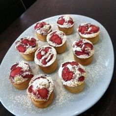 The ground almonds make these pretty little cakes very moist. Strawberries add to the soft texture and complement the richness of the nuts. Fruit Recipes, Baking Recipes, Sweet Recipes, Cake Recipes, Recipies, Tea Cakes, Mini Cakes, Friands Recipe, Mini Desserts