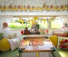 One of my favorite trailer dining rooms. sistersonthefly tincantourist