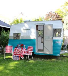 Off Grid Guest Cabin | Re-purpose A Vintage Travel Trailer For The Perfect Guest Space |  A Whimsical Self Contained Bunkie!