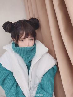 I envy the Japanese girls that look like porcelain dolls or anime girls with their gorgeous, milky skin, tiny bodies, and big, round puppy eyes. Asian Kids, Cute Asian Girls, Beautiful Asian Girls, Cute Girls, Girl Body, Girl Face, Long Straight Black Hair, Cute Japanese Girl, Ulzzang Korean Girl