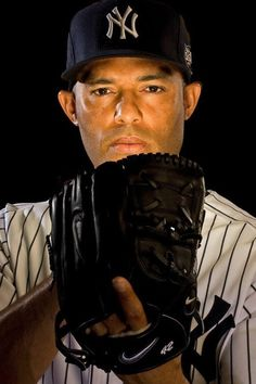 Mariano Rivera - New York Yankees favorite baseball player yet beside my daddy. Yankees Baby, Yankees News, New York Yankees Baseball, Damn Yankees, Baseball Senior Pictures, Baseball Pics, Baseball Cards, All Star, Derek Jeter