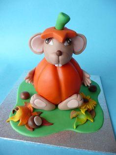Torta di Halloween a forma di topolino con zucca