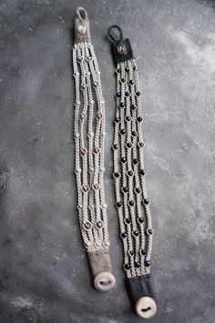 Little braided button bracelet. Jewelry Knots, Fabric Jewelry, Wire Jewelry, Jewelry Crafts, Jewelry Art, Beaded Jewelry, Jewelery, Handmade Jewelry, Beaded Bracelets