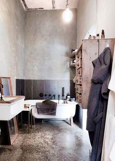 Bathroom (washed walls, some technics)