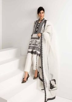 Pakistani Formal Dresses, Pakistani Dress Design, Pakistani Outfits, Pakistani Designers, Casual Dress Outfits, Curvy Outfits, Trendy Dresses, Modest Fashion Hijab, Fashion Outfits