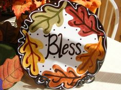 Pottery painting ideas and design 03 Hand Painted Pottery, Pottery Painting, Ceramic Painting, Ceramic Pottery, Pottery Art, Charlie Brown Thanksgiving, Thanksgiving Plates, Thanksgiving Decorations, Autumn Painting
