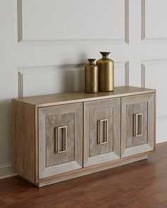 33 The Best Wooden Furniture Design Ideas - Wooden furniture is timeless and beautiful. There's nothing like natural wood, a wonderful, warm and attractive material when it comes to furniture. Luxury Home Furniture, Hooker Furniture, Classic Furniture, Furniture Sale, Unique Furniture, Cheap Furniture, Rustic Furniture, Vintage Furniture, Furniture Decor