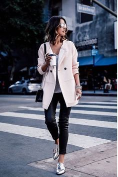 How to wear Metallics! Blush Coat On Gray, Black And Silver Fall Street Style Inspo by Vivaluxury How To Wear Loafers, Loafers Outfit, Winter Leather Jackets, Viva Luxury, Winter Mode, Winter 2017, Mode Style, Fashion Outfits, Fashion Trends