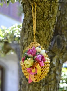 SMALL SIZED SPRING EGG - Gold / Magenta - PatriziaB.com  Decorate your home with the pleasure of the new season. Fabulous egg, with its simple detail in pastel shades, ideal for adorning any room