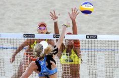 Dupla brasileira vence parceria alemã no vôlei de praia e fica mais perto da próxima rodada: http://folha.com/no1128405