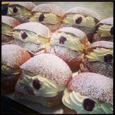 I love a cream bun. Cream Bun, Desserts, Cakes, Food, Tailgate Desserts, Deserts, Cake Makers, Kuchen, Essen