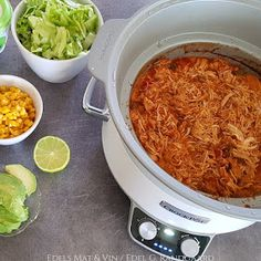 Edels Mat & Vin: Tex-Mex pulled chicken ♫♪ Pulled Chicken, Tex Mex, Crockpot Recipes, Slow Cooker, Chili, Soup, Crock Pot, Shredded Chicken, Healthy Slow Cooker