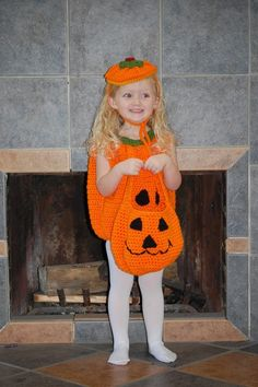 Halloween Bucket.Halloween crochet  #halloween #crochet ww.loveitsomuch.com