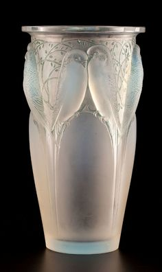 Art Deco glass design by French jeweler Rene Lalique More Pins Like This At FOSTERGINGER @ Pinterest ㊙️㊗️
