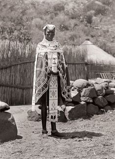 Ndebele bride at Mokopane (Potgietersrust), Limpopo African Tribes, African Diaspora, African Art, African History, African Dress, Black King And Queen, Out Of Africa, Photographs Of People, African Culture