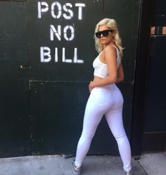 Bebe Rexha ❤️ You can look but don't touch 👏🏻 Bebe Rexha, Hottest Female Celebrities, Beautiful Celebrities, Celebs, Kardashian, Curvy Outfits, Female Singers, Amazing Women, White Jeans