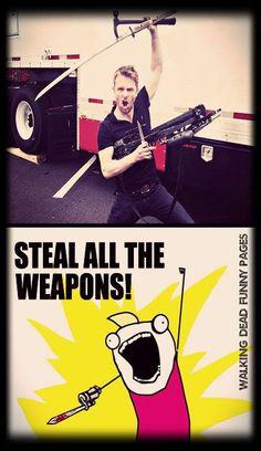 Chris Hardwick! Steal all the weapons!! TWD. The Walking Dead. Talking Dead.