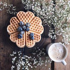 "3,575 Me gusta, 165 comentarios - Birgitte (@birgittetheresa) en Instagram: ""Happy Friday... waffle closeup ☕️... Beautiful gypsophila ... . . . #cups_are_love…"""