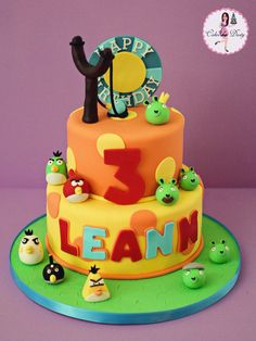 Cakes by Dusty: Leann's Angry Birds Cake Fondant Cake Designs, Fondant Cakes, Cupcake Cakes, Fun Cakes, Party Cakes, Bolo Angry Birds, Angry Birds Birthday Cake, Bithday Cake, Cake Birthday