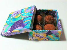 Caixa temática de Páscoa com trufas. http://docesdcoracao.wix.com/docesdcoracao
