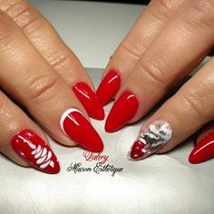 54 Festive Christmas Nail Art Designs to Inspire You Matt Nails, Us Nails, Christmas Is Coming, Red Christmas, Christmas Nails, Christmas Nail Art Designs, Christmas Decorations, Nail Polish, Christmas Traditions