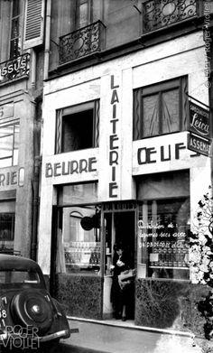 Guerre 1939-1945. Crémerie distribuant des légumes secs contre des tickets d'alimentation. Paris, avril 1943.