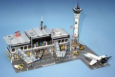 Awesome Two-gate Minifig-scale LEGO Airport Lego City, Lego Airport, City Airport, Lego Plane, Notice Lego, Lego Space Station, Lego Studios, Modele Lego, Diorama